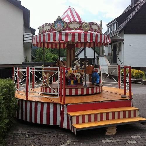 Kinderkarussell – Podiumkarussell mit 10 Plätzen